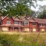 اندرشاو، خانه ی ییلاقی آجری قرمز نزدیک هیندهود در جنوب لندن که کانن دویل برای همسر بیمارش لوییس ساخت